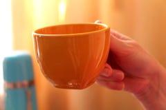 Ein Cup mit einem magischen Getränk Lizenzfreie Stockbilder