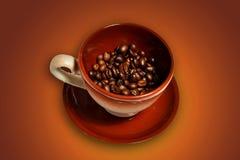 Ein Cup mit Kaffeebohnen Stockbild