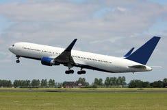 Ein Düsenflugzeugstart Lizenzfreie Stockfotos