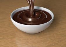 Dunkle (reine) Schokolade goss herein Schale Lizenzfreies Stockfoto
