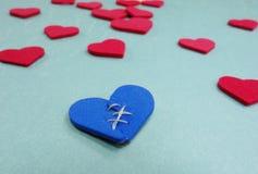 Ein defektes blaues Herz Lizenzfreie Stockbilder