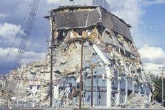 Ein demoliertes Gebäude am olympischen Boulevard stockbilder