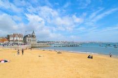 Ein des Strandes von Cascais, Stadt von Lissabon Stockfotografie