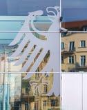 Ein deutscher Adler in der Fensterreflexion Lizenzfreies Stockbild