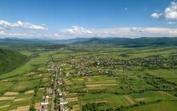 Ein Dorf in den Bergen stockfotos