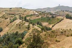 Dorf auf den Hügeln Stockfotos