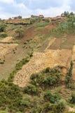 Dorf auf den Hügeln Lizenzfreie Stockbilder