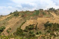 Dorf auf den Hügeln Stockbild