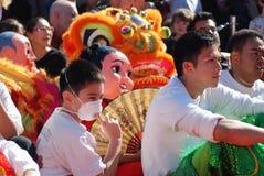 Ein Drache in einem chinesischen Publikum des neuen Jahres Lizenzfreie Stockfotografie