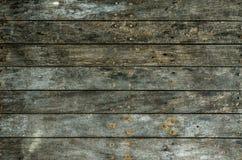 Ein dunkler grungy hölzerner Hintergrund Stockbilder