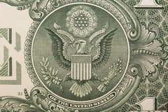 Ein ein Dollarscheinabschluß oben, den Adler auf dem großen Wappen der Vereinigten Staaten zeigend Lizenzfreies Stockbild