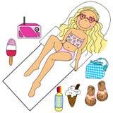 Ein ein Sonnenbad nehmendes Mädchen Stockbilder