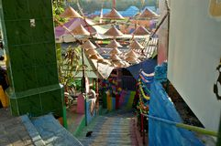 Ein Eingang des bunten Dorfs von Jodipan Malang stockfotografie