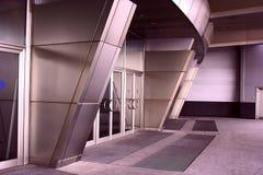 Ein Eingang in einem Geschäftszentrum Lizenzfreies Stockbild