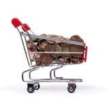 Ein Einkaufswagen wird mit GutEuro Münzen gefüllt Lizenzfreie Stockfotos