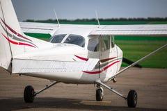 Ein einmotoriges Flugzeug PPL Lizenzfreie Stockfotos