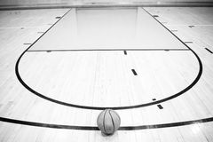 Ein einsamer Basketball Stockfotografie