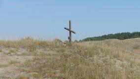 Ein einzelnes Kreuz in der Wildnis - das Symbol der Abzahlung, Stockfoto
