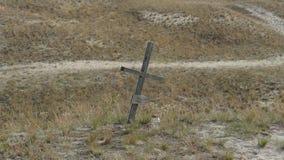 Ein einzelnes Kreuz in der Wildnis - das Symbol der Abzahlung, Stockbilder