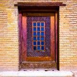 Ein einzelnes Schiebefenster im Arg-e Karim Khan Shiraz, der Iran stockfotografie