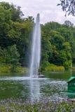 Ein einzigartiger hoher Brunnen vom Mund der Schlange im Sofiyivka-Park Uman Ukraine lizenzfreie stockfotos