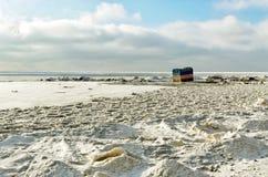 Ein einziges Zelt auf dem Ufer Lizenzfreies Stockfoto