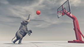 Ein Elefant wirft den Ball am Korb Lizenzfreie Stockfotografie