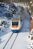 Ein elektrischer Zug Hochgeschwindigkeits`allegro` auf einem Weg St Petersburg - Helsinki am sonnigen Februar-Tag Lizenzfreie Stockfotos