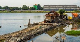 Ein Elendsviertel auf dem See Lizenzfreies Stockbild