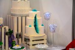 Ein enormer Kuchen Stockfotos