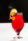 Ein Erdbeeremojito mit Minze und Zitrone Lizenzfreie Stockbilder