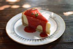 Ein Erdbeerkäsekuchen lizenzfreie stockbilder