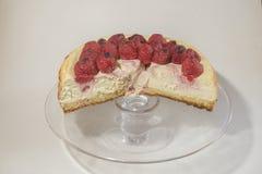 Ein Erdbeerkalk-Käsekuchennachtisch lizenzfreies stockbild