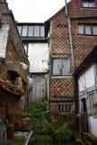 Ein externes Foto von außerhalb eines Tudor-Hauses stockbild
