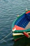 Ein farbiges Fischerboot Lizenzfreies Stockfoto