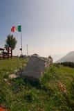Ein Felsen in den Bergen Stockbild