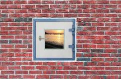 Ein Fenster in der Wand Lizenzfreies Stockfoto
