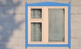 Ein Fenster eines ländlichen Hauses Lizenzfreies Stockfoto
