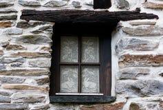Ein Fenster im alten Haus Stockbild