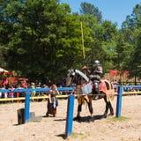 Ein Festival komplett mit dem Turnieren in der Rüstung stockfoto