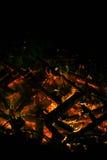Ein Feuer in der Dunkelheit Lizenzfreie Stockbilder