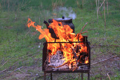 Ein Feuer draußen Lizenzfreies Stockbild