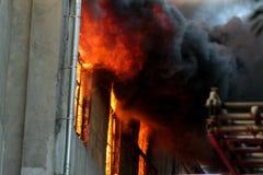Ein Feuer in einem Lager bei 108 Frolovska Stockfoto
