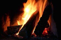 Ein Feuer im Kamin Stockbild