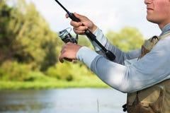 Ein Fischen des jungen Mannes Lizenzfreies Stockbild
