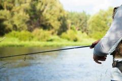 Ein Fischen des jungen Mannes Stockbilder