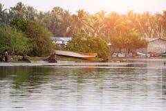 Ein Fischerdorf auf dem Ozean stockfotos