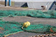 Ein Fischernetz wird gelegt aufgrund von einem Hafen (Frankreich) Lizenzfreies Stockbild