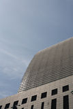 Ein flüchtiger Blick auf modernes Gebäude Stockbild