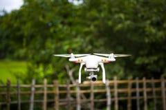 Ein Fliegenbrummen bewaffnet mit Kamera stockfotos